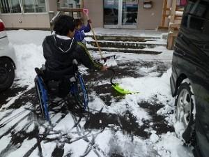 雪はねをするkawamura