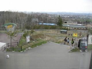 東門から見た動物園内