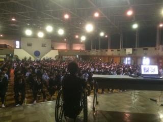約700人