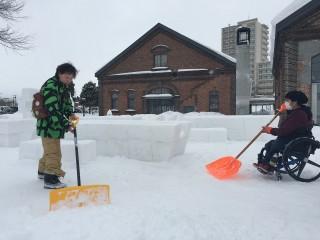 車いすユーザー除雪